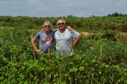 rj-mike-in-tomato-field-ala2016